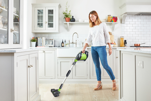 differences between a cordless upright and a cordless stick vacuum cleaner