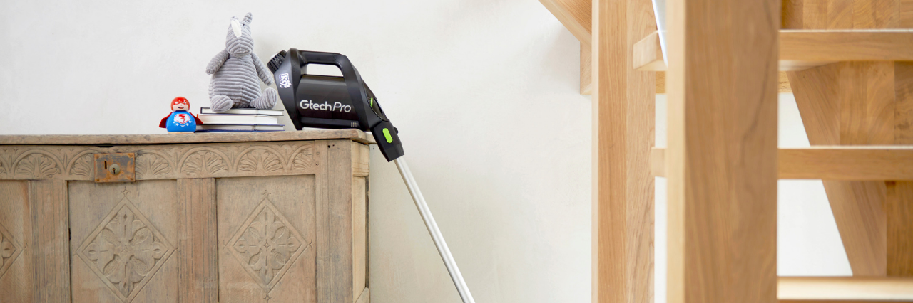 What's the difference between stick and upright vacuums?
