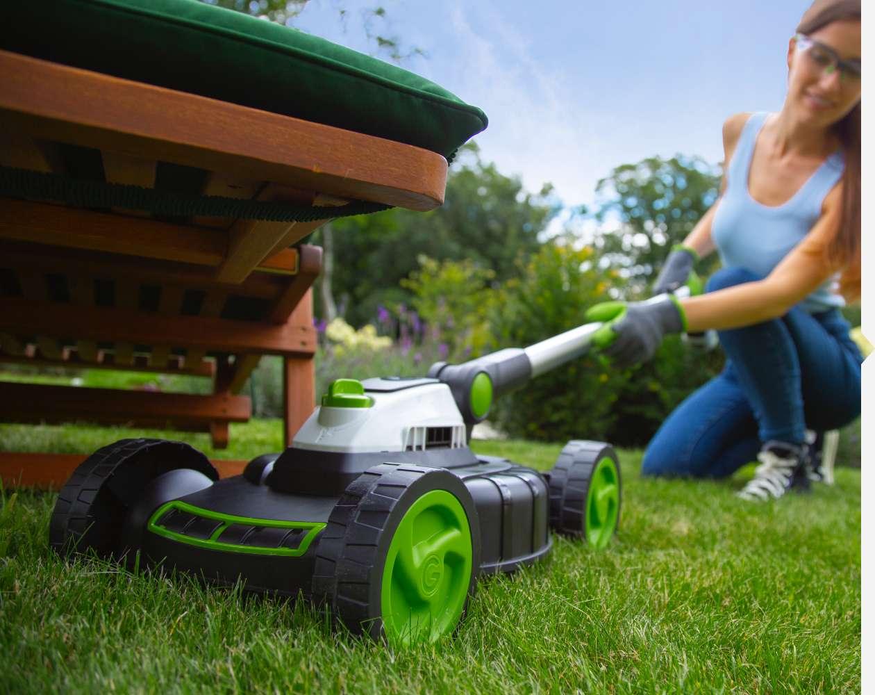 Mini lawnmower low profile handle