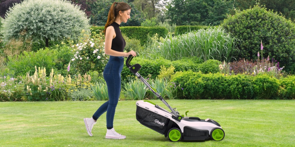 Battery powered mower easy controls