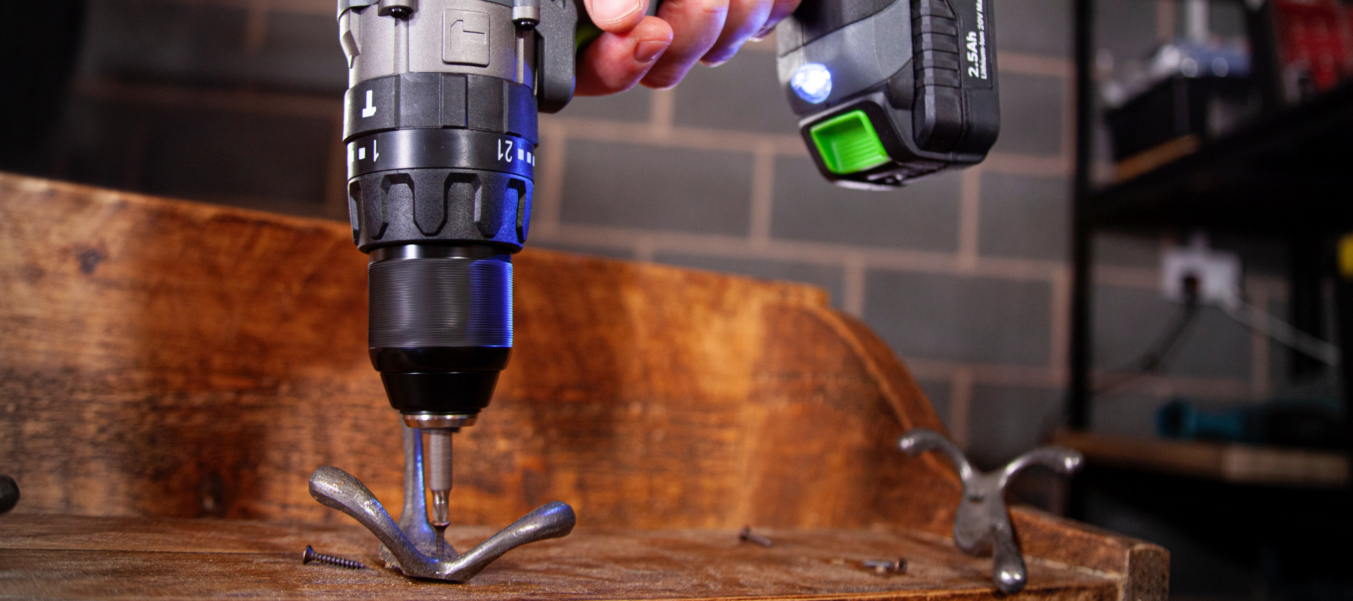 Impressive power of the cordless combi drill