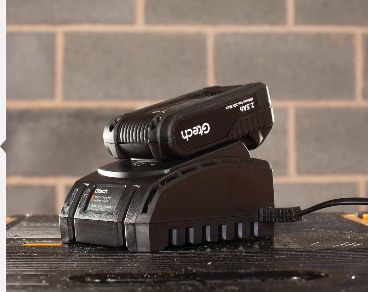 Cordless flood light battery