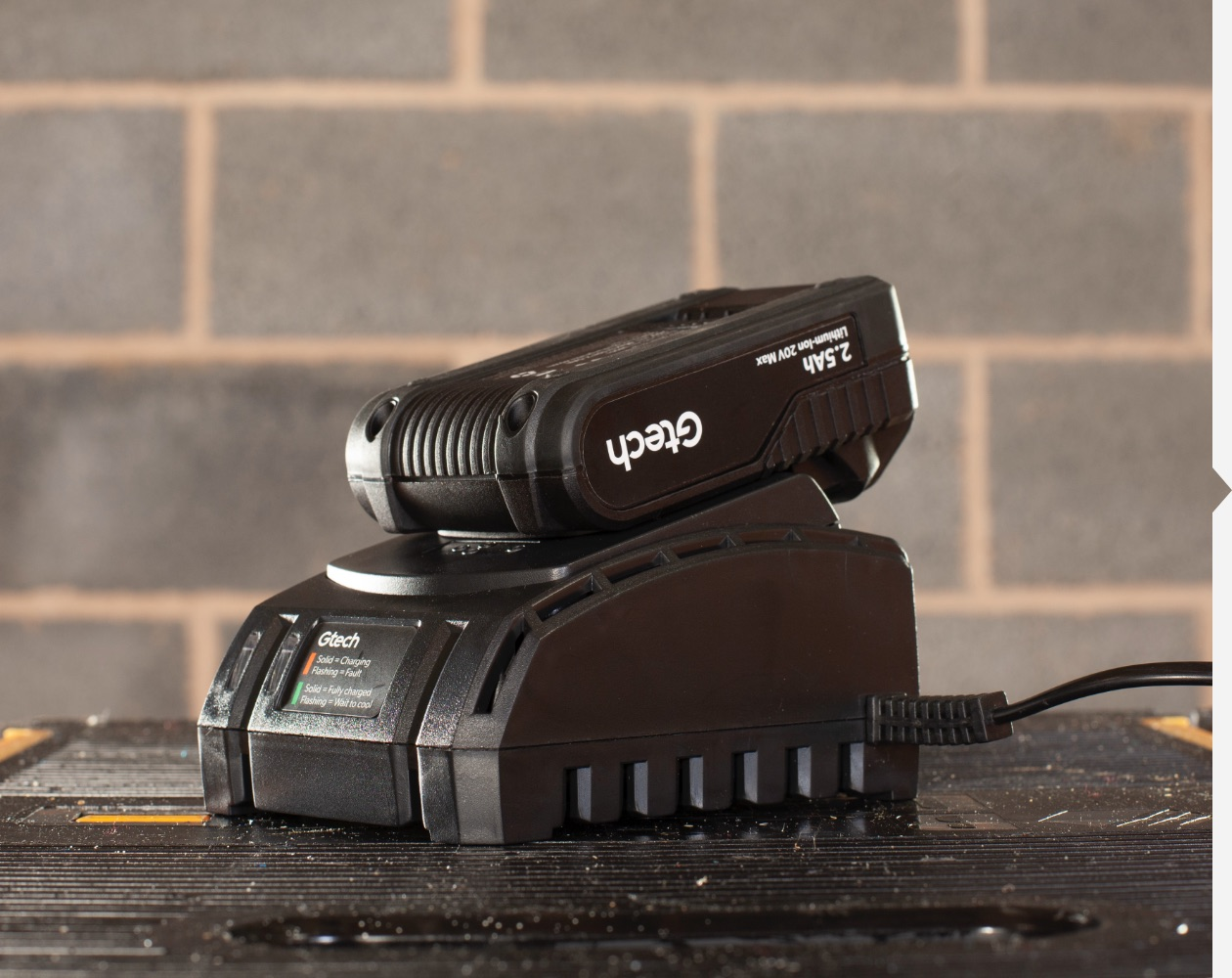 Cordless impact driver universal battery