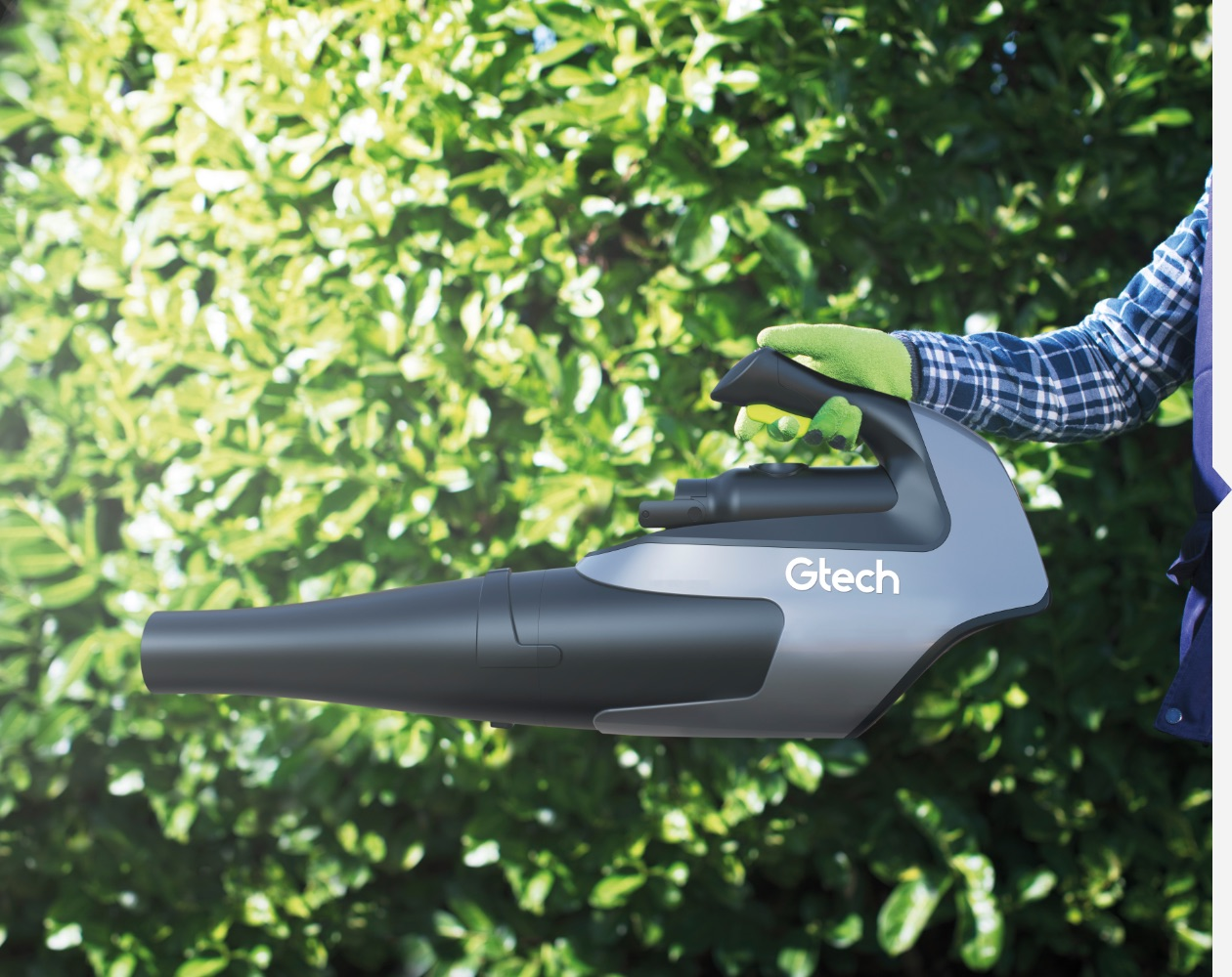 Lightweight battery powered leafblower