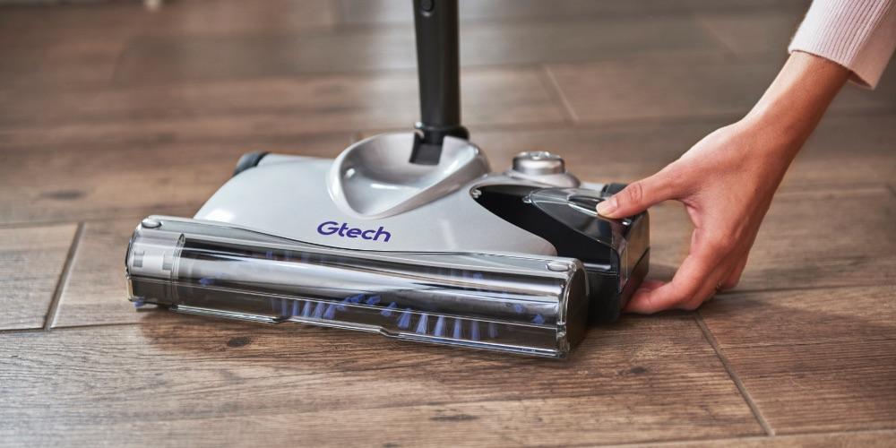 SW02 advanced carpet sweeper use on hardwood floors