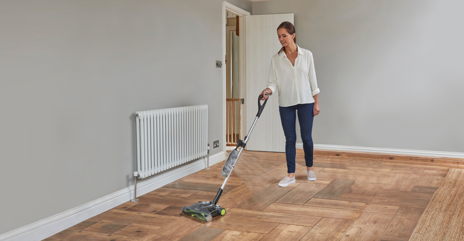 SW22 lithium carpet sweeper